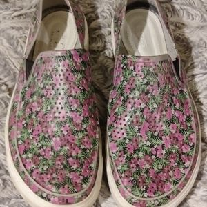"""""""Air conditioned"""" Floral print crocs"""